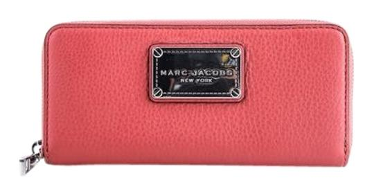 Preload https://img-static.tradesy.com/item/22152757/marc-jacobs-classic-standard-leather-continental-salmon-wallet-0-1-540-540.jpg