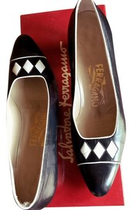 Salvatore Ferragamo Vintage White Work Court Leather Black Pumps