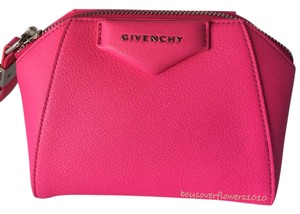 9d569939cee98 Givenchy Pouches - Up to 70% off at Tradesy