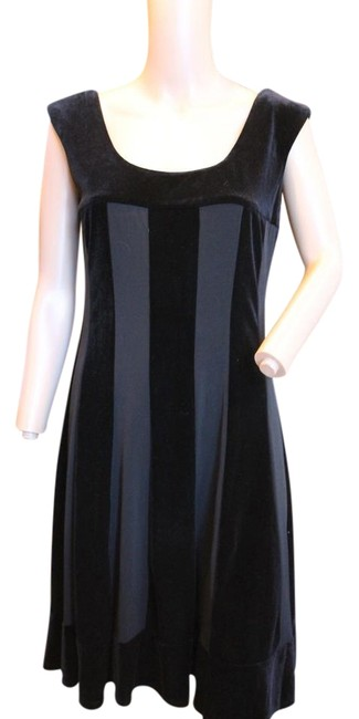 Item - Black Velvet Striped Scoopneck Swingy 10p Short Casual Dress Size Petite 10 (M)