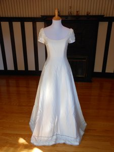 Anne Barge Pearl/Ivory Silk Sample Destination Wedding Dress Size 6 (S)