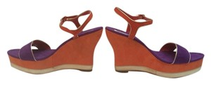 Jennifer Lopez Sandals Sandals Colorful Sandals Amazing Bright 70s Inspired Metallic Sandals 10 Fun Talkingfashion Orange Purple Gold Wedges