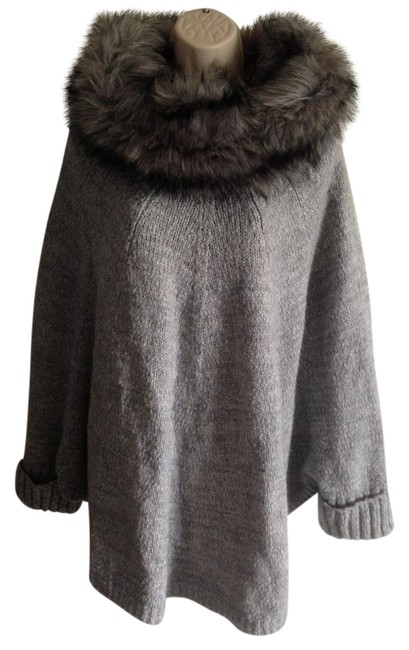 Item - Cape with Faux Fur Collar Gray Sweater
