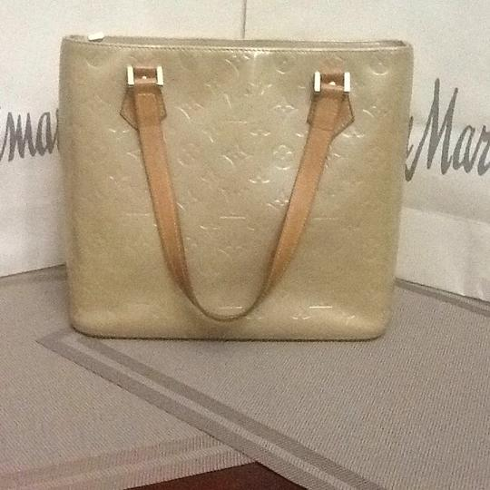 Louis Vuitton Tote in light green Image 1