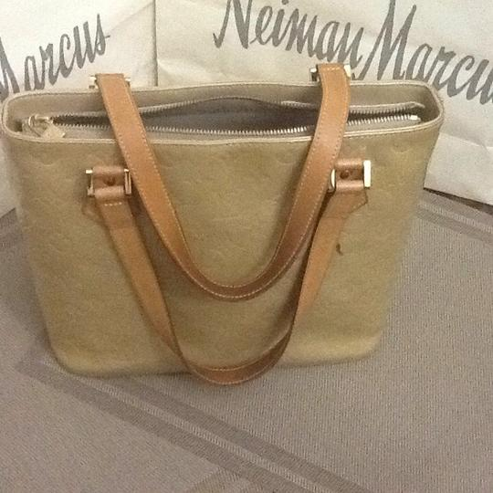 Louis Vuitton Tote in light green Image 10