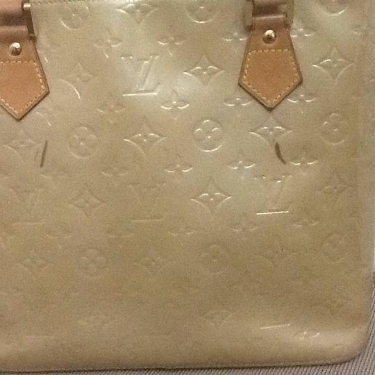 Louis Vuitton Tote in light green Image 3