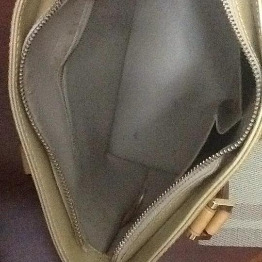 Louis Vuitton Tote in light green Image 7
