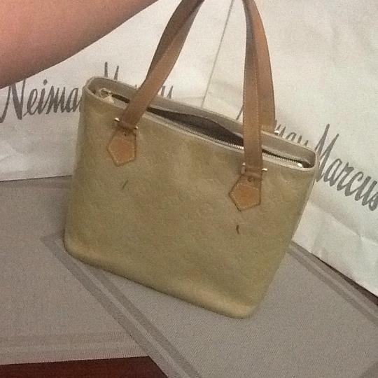 Louis Vuitton Tote in light green Image 9