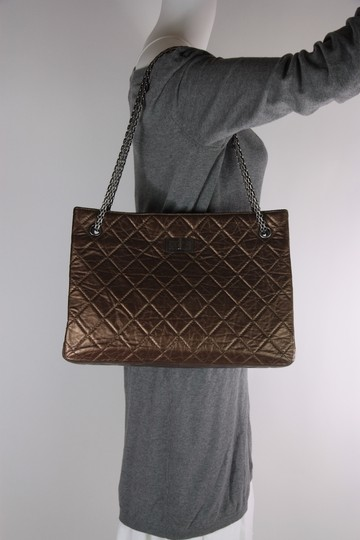 Chanel Leather Crinkle Chain Tote in Bronze Image 5