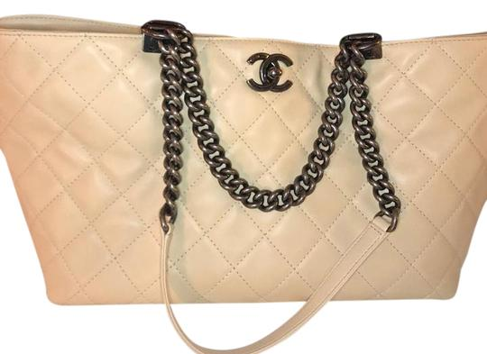 Preload https://img-static.tradesy.com/item/22168050/chanel-shopping-tote-light-beige-calfskin-leather-shoulder-bag-0-1-540-540.jpg