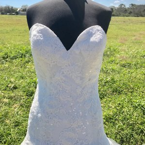 Allure Bridals Ivory Lace and Tulle 9314 Feminine Wedding Dress Size 12 (L)