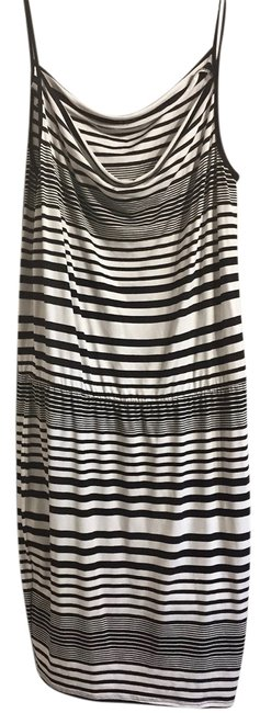 Preload https://img-static.tradesy.com/item/22170851/black-and-white-mid-length-short-casual-dress-size-12-l-0-1-650-650.jpg