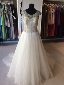 Allure Bridals Ivory Beaded Top with Tulle Skirt C370 Formal Wedding Dress Size 8 (M)