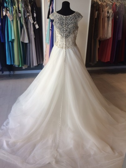 Allure Bridals Ivory Beaded Top with Tulle Skirt C370 Formal Wedding Dress Size 8 (M) Image 3