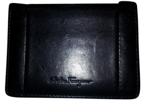 Salvatore Ferragamo SALVATORE FERRAGAMO BIFOLD CARD WALLET IN NERO CALFSKIN