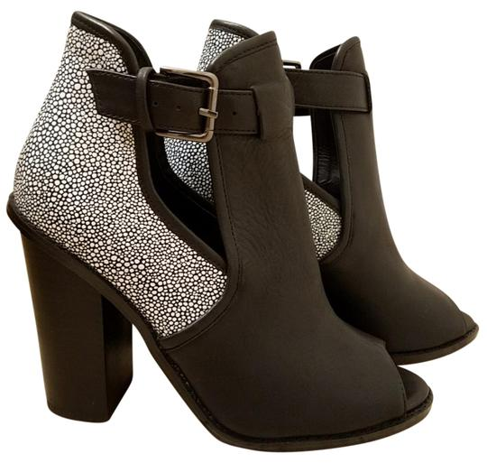 Preload https://img-static.tradesy.com/item/22179582/shoemint-black-and-white-bootsbooties-size-us-65-regular-m-b-0-4-540-540.jpg