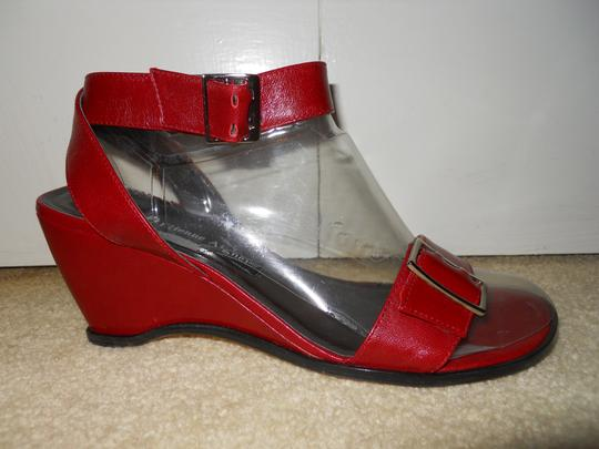 Etienne Aigner Wedge Leather cranberry Sandals