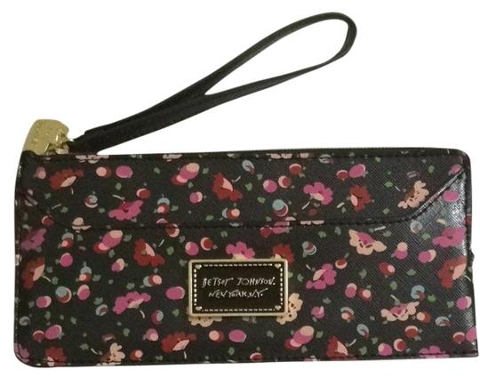 Preload https://item1.tradesy.com/images/betsey-johnson-floral-clutch-2218180-0-0.jpg?width=440&height=440