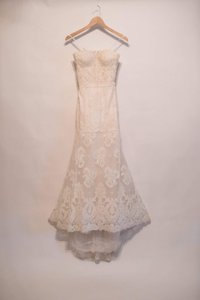 Monique Lhuillier Ivory French Alencon Lace Tulle Arielle Traditional Wedding Dress Size 2 (XS)