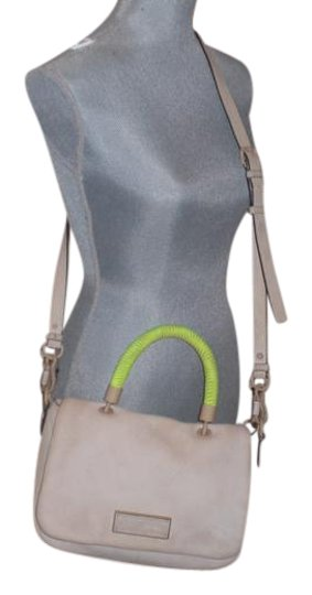 Preload https://img-static.tradesy.com/item/22183659/marc-jacobs-by-too-hot-to-handle-flap-satchelcrossbody-cream-leather-cross-body-bag-0-1-540-540.jpg