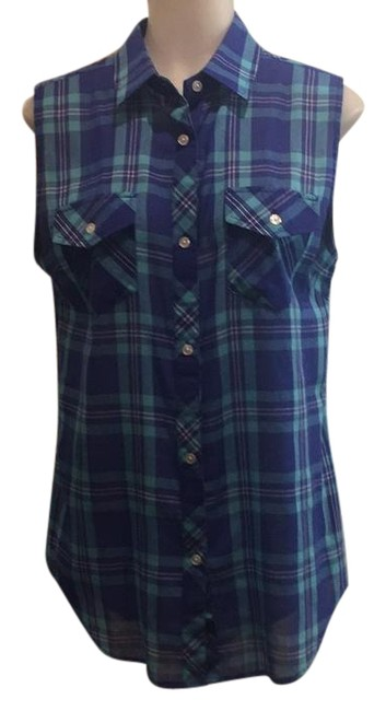 Preload https://item5.tradesy.com/images/rails-button-down-top-size-4-s-22184059-0-1.jpg?width=400&height=650