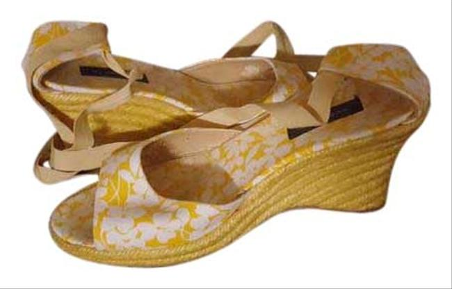 Burberry Yellow White Lovely Floral Flower Pumps Sandals Summer Spring Wedges Size EU 39 (Approx. US 9) Regular (M, B) Burberry Yellow White Lovely Floral Flower Pumps Sandals Summer Spring Wedges Size EU 39 (Approx. US 9) Regular (M, B) Image 1
