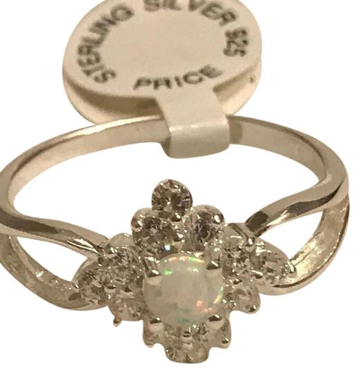Preload https://item2.tradesy.com/images/white-round-opal-ring-22184686-0-1.jpg?width=440&height=440