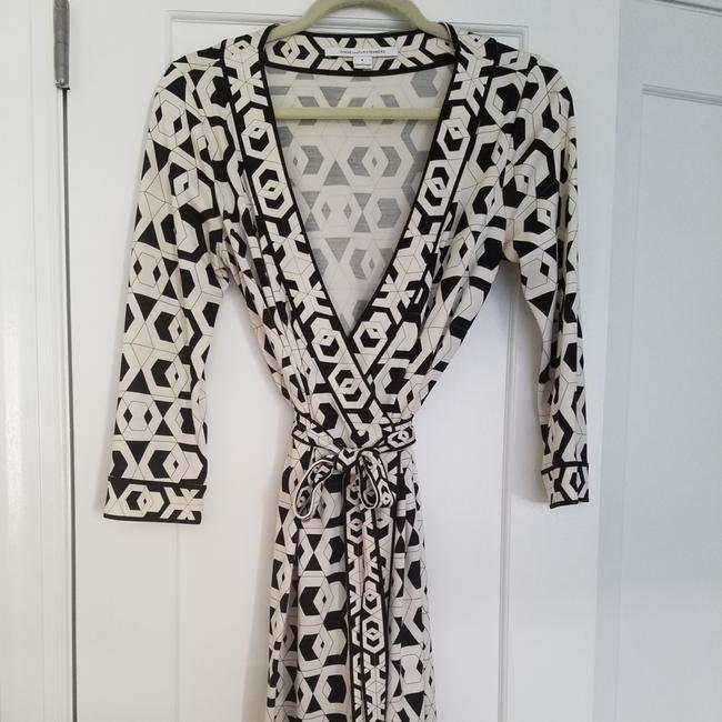 Preload https://img-static.tradesy.com/item/22184842/diane-von-furstenberg-black-and-white-banded-julian-short-casual-dress-size-8-m-0-9-650-650.jpg