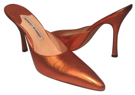 Preload https://img-static.tradesy.com/item/22185165/manolo-blahnik-orange-golden-mulesslides-size-eu-375-approx-us-75-regular-m-b-0-3-540-540.jpg