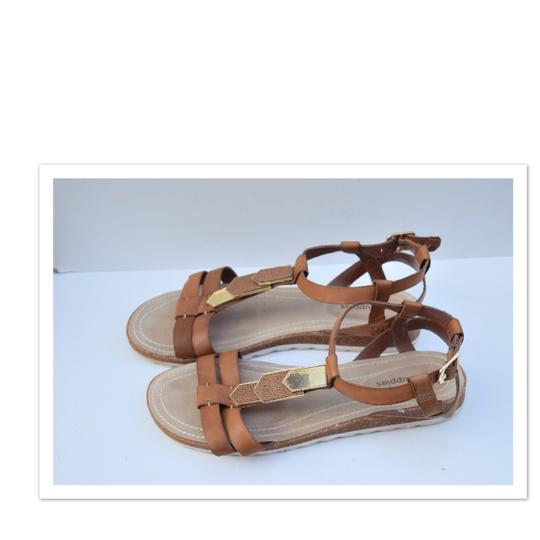 Hush Puppies tan Sandals