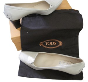 Tod's Creme Pumps