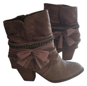 POP ICON CLOTHING tan Boots
