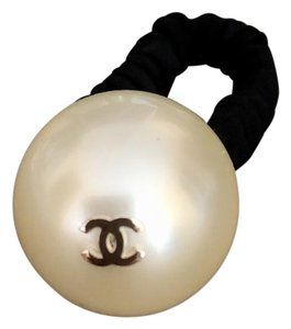 Chanel Chanel Large Pearl With CC Logo Hair Accessory