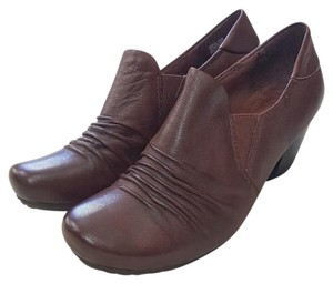 Bare Traps Burgundy Boots