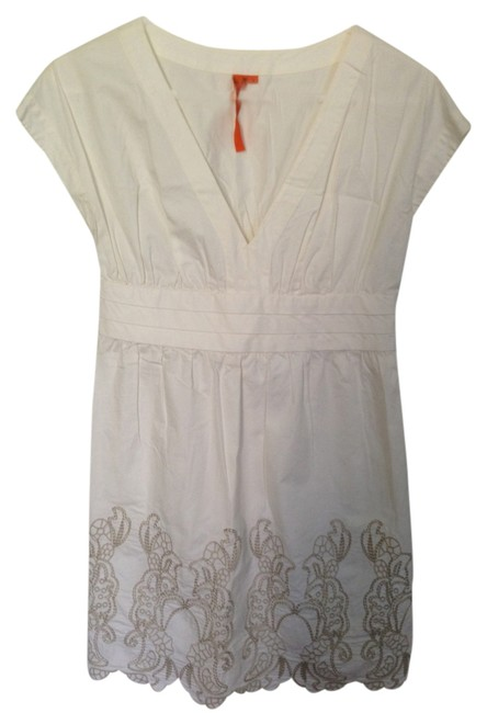 Preload https://img-static.tradesy.com/item/2220832/bcbgmaxazria-white-with-tan-embroidered-flowers-bcbg-above-knee-night-out-dress-size-4-s-0-0-650-650.jpg