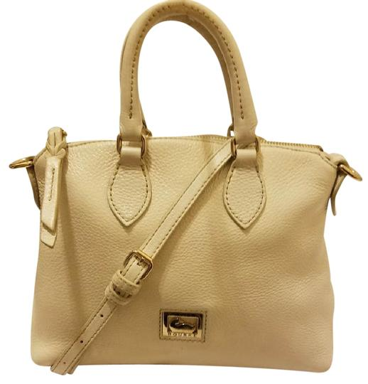 Preload https://img-static.tradesy.com/item/22209965/dooney-and-bourke-convertible-satchel-shoulder-hobo-handbag-cream-leather-cross-body-bag-0-1-540-540.jpg