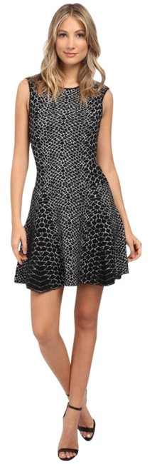 Preload https://img-static.tradesy.com/item/22211684/sam-edelman-black-and-off-white-fit-flare-jacquard-short-workoffice-dress-size-4-s-0-6-650-650.jpg