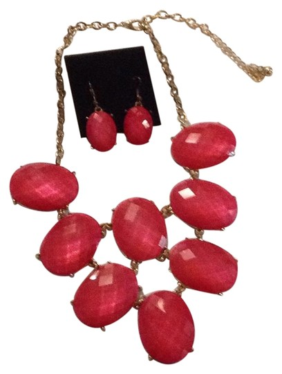 Preload https://img-static.tradesy.com/item/22212525/fuschia-tiered-and-pierced-earring-set-necklace-0-1-540-540.jpg
