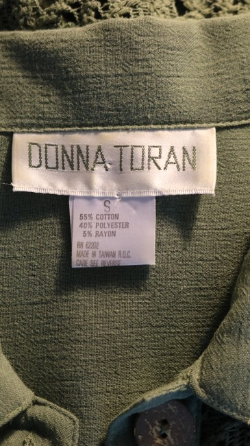 Donna Toran Drawstring Waist Padded Shoulders Crochet Pockets Top Olive