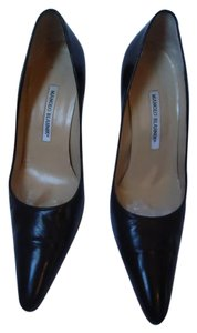Manolo Blahnik Manolo Leather Closed Toe black Pumps