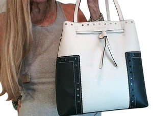 Tory Burch Tote in Royal Navy/New Ivory