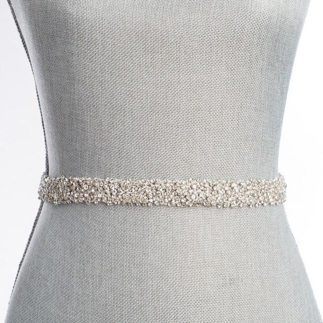 Item - Ivory Silver and Pearl Nestina Snowfall Fitted Belt (S) Sash