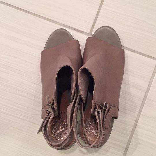 Vince Camuto taupe Pumps Image 3