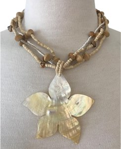 VINTAGE MOTHER OF PEARL FLOWER PENDANT NECKLACE, BEIGE WOOD BALLS & GLASS BEAD