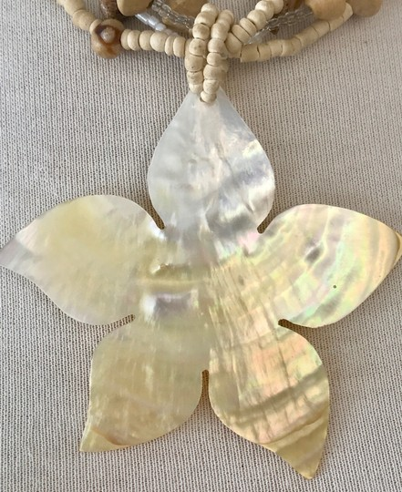 VINTAGE MOTHER OF PEARL FLOWER PENDANT NECKLACE, BEIGE WOOD BALLS & GLASS BEAD Image 1