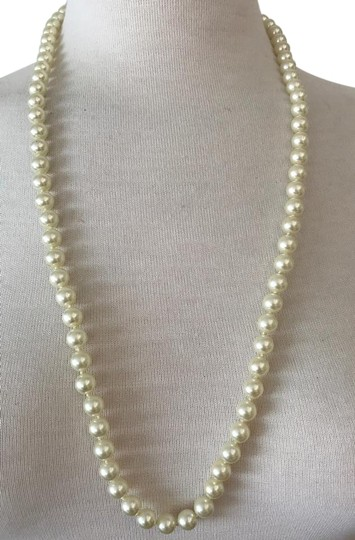 Preload https://img-static.tradesy.com/item/22235464/white-ivory-cream-gold-9-mm-faux-pearl-strand-knotted-295-necklace-0-1-540-540.jpg