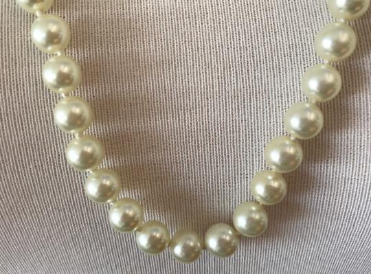 VINTAGE VINTAGE CREAM IVORY 9 MM FAUX PEARL STRAND NECKLACE, KNOTTED, 29.5