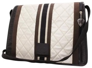 5a69269fbc25 Chanel Cross Body Bags - Up to 90% off at Tradesy