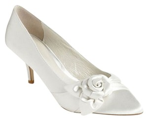 Menbur Tamis Flower Wedding Ivory Pumps