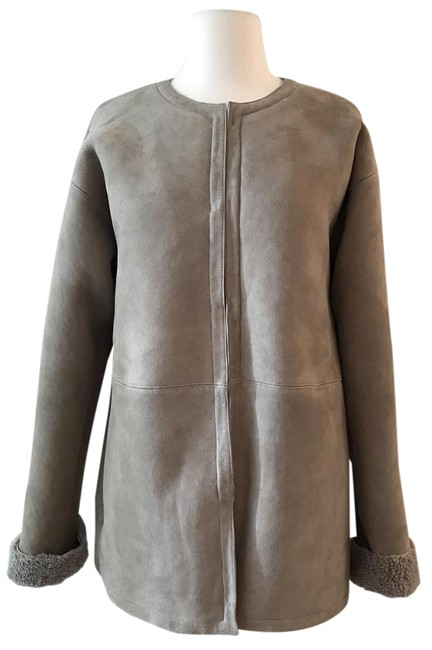 Item - Grey Beige Reversible Shearling S. Item # F9743. A Luxurious Jacket Size 4 (S)